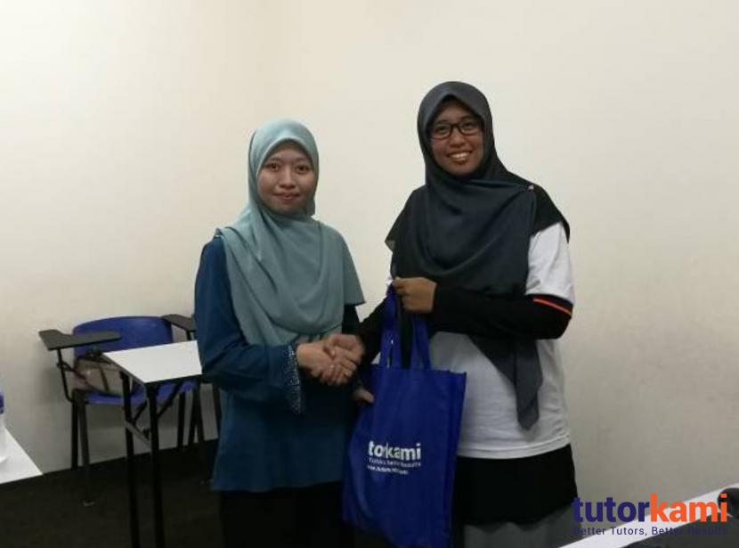 TutorKami of the month, Cikgu Nor Affidah menerima hadiah istimewa dari TutorKami